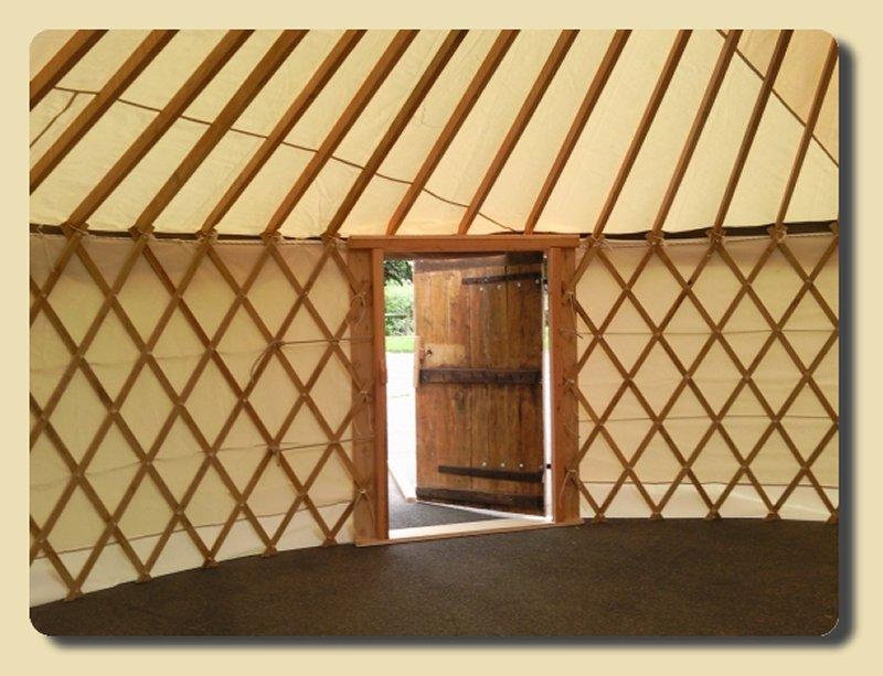 intérieur de l'une de nos yourte en Indre-et-Loire